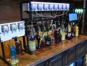 バーテンドロのプロトタイプ。中央が最新のもの(http://www.kickstarter.com/projects/partyrobotics/bartendro-a-cocktail-dispensing-robot?ref=liveより)