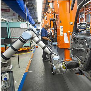 サウス・カロライナ州のBMW工場で仕事をするロボット(www.technologyreview.comより)