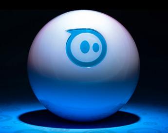 スフェロは、秒速7フィート(2.1メートル)で走る球体。直角に曲がったり、回転させたりもできる。