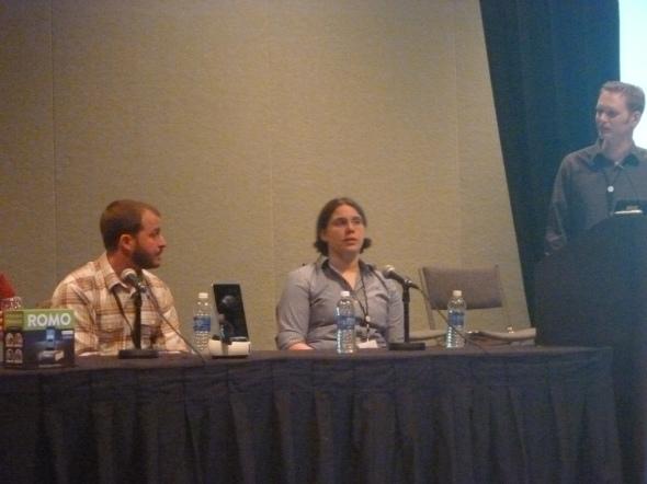 左より、ラム氏(スウィヴル社)、ワイズ氏(アンバウンデッド・ロボティクス社)。司会は『IEEEスペクトラム』のイヴァン・アッカーマン氏