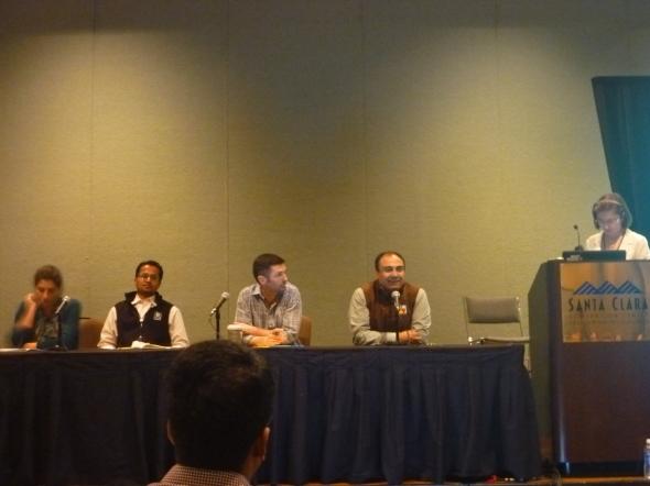 『資金を探る』セッションで。左から、レネ・ディレスタ氏(オライリー・アルファテック・ベンチャーズ社)、ズベリ氏(ラックス・キャピタル社)、コニービア氏(シャスタ・ベンチャーズ社)、マヌ・クマー氏(K9ベンチャーズ社)