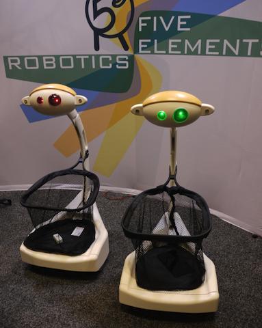 買い物かごロボット、バジー・ボットは、ユーザーの後をついてくる