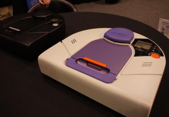 ニート・ロボティクス社のお掃除ロボット。レーザーLidarを利用