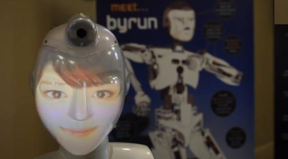 さまざまな顔をプロジェクションで表現できるソシボット。(www.news.gatech.eduより)