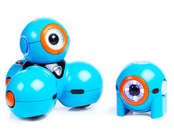 プレイアイ社の「ボー」(左)と「ヤナ」(右)は子供がプログラミングを習得するよう考えられたロボット(https://www.play-i.com/より)
