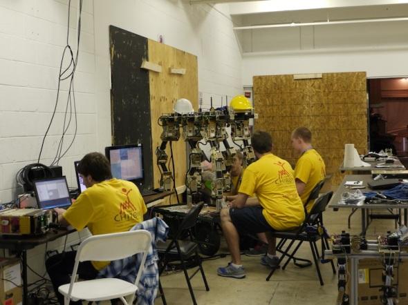 カイロス・オートノミのロボット、チャイロンも最後のお手入れ中
