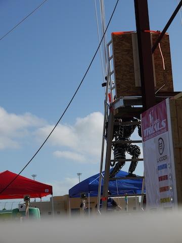「はしごを上る」WRECSチームのアトラス