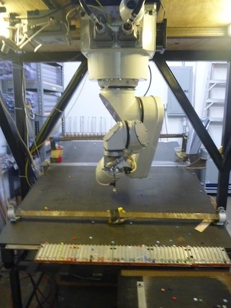第一号ロボットはファナック社製のアームを利用して作った