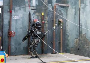 海軍のヒューマノイド・ロボットは、アトラスよりも優秀だろうか?(http://www.theroboticschallenge.org/より)
