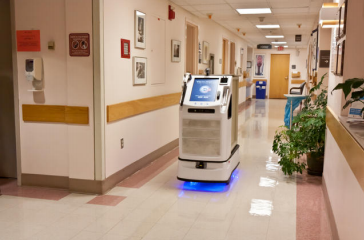 病院では、こうした自律搬送ロボットの利用が増えている(http://hospitalpurchasingnews.com/より)
