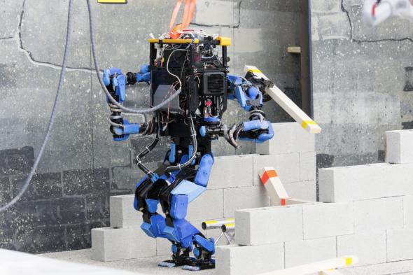 トライアルでファンを増やしたシャフト社のロボットS-One(http://www.darpa.mil/より)