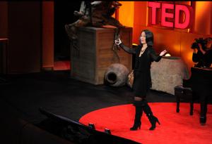 TED講演中のシンシア・ブラジル教授(http://web.media.mit.edu/~cynthiab/index.htmlより)