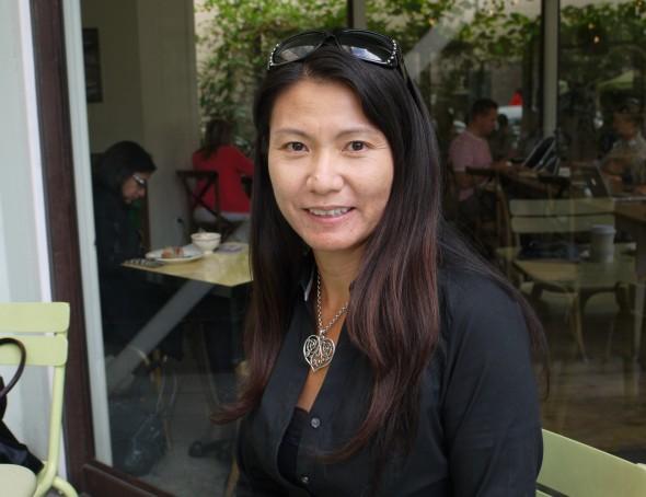 ヨーキー・マツオカ(松岡陽子)氏は、日本生まれ。16歳でアメリカに渡った。カリフォルニア大学バークレー校を経て、マサチューセッツ工科大学で博士号を取得。その後、カーネギー・メロン大学で助教授、ワシントン大学で準教授を務めた後、2010年にネスト・ラボ社へ。グーグルXの創設にも関わった。