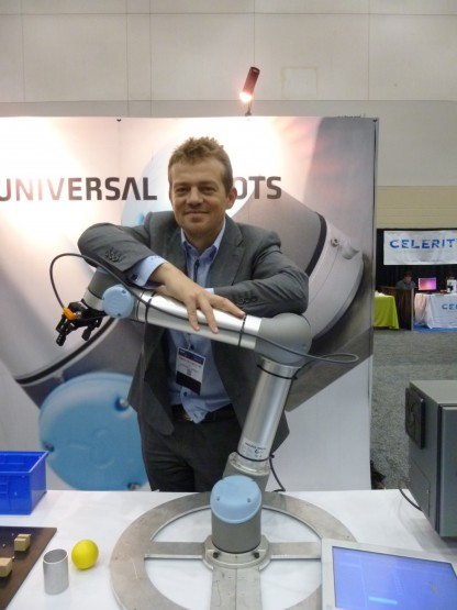 ユニバーサル・ロボット社の製品と、同社CTOのエスベン・オスターガード氏