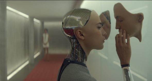 アヴァは、人間とロボットの合体(http://www.imdb.com/より)
