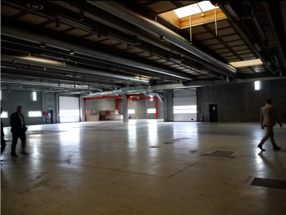 社内を歩くと、こういうがらんとした空間がたくさんある。これからの成長を見込んでのスペースだ。