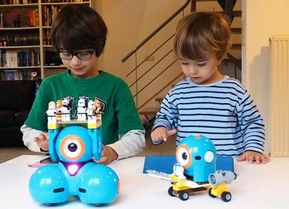 プログラムができるダッシュ(左)とボット(https://www.makewonder.com/より)