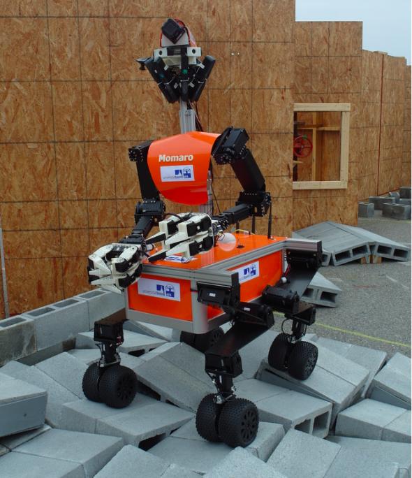 ドイツのボン大学から参加するロボット「モマロ(Momaro)」